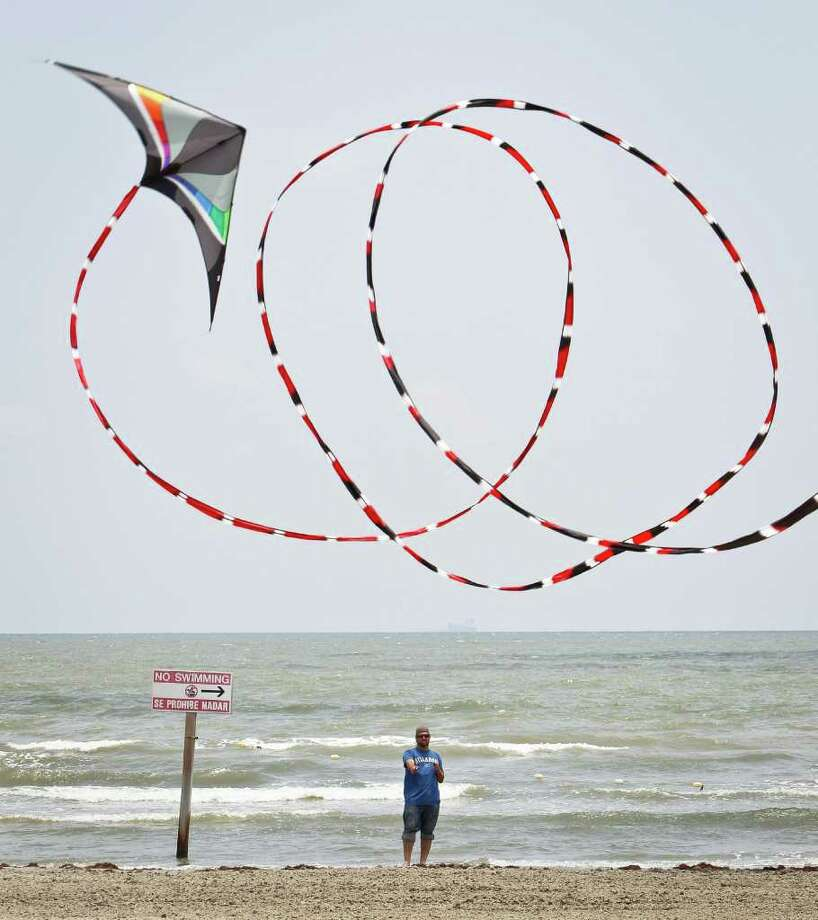 Gunner Newberry flies a HQ Maestro stunt kite with a 100ft tail on the beach next to the Kites Unlimited store, Friday, June 10, 2011, in Galveston.   ( Michael Paulsen / Houston Chronicle ) Photo: Michael Paulsen, Staff / © 2011 Houston Chronicle