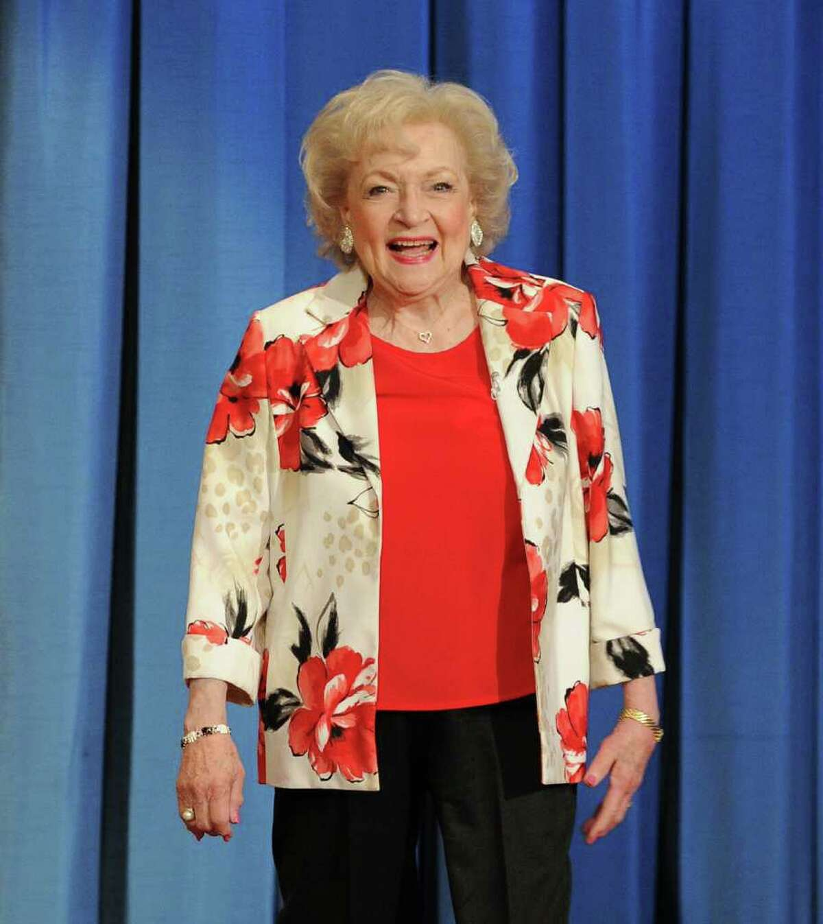 """NEW YORK, NY - JUNE 14: Actress Betty White visits """"Late Night With Jimmy Fallon"""" at Rockefeller Center on June 14, 2011 in New York City. (Photo by Jason Kempin/Getty Images)"""