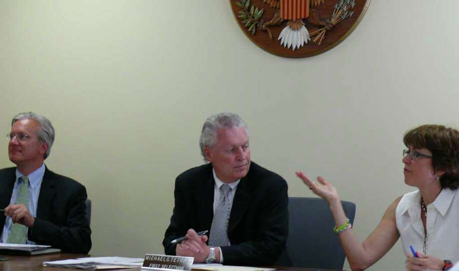 Plans to review the renegotiated contract for the Fairfield Metro Railroad Station are discussed Wednesday by interim First Selectman Michael Tetreau, center, and Selectmen James Walsh and Sherri Steeneck. Photo: Genevieve Reilly / Fairfield Citizen
