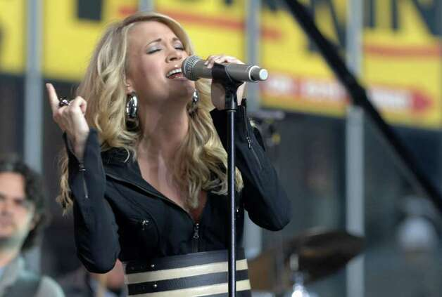 Singer Carrie Underwood performs on the Good Morning America fall concert series in Times Square, Tuesday Oct. 23, 2007 in New York. Photo: Peter Kramer, AP / KRAPE