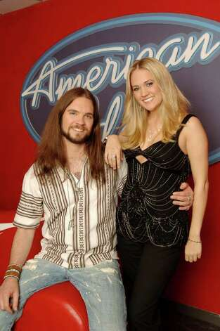 AMERICAN IDOL: THE FINAL 2: Bo Bice (L)and Carrie Underwood (R) Wednesday, May 18, on FOX.  ™©2005FOX BROADCASTING  CR:Ray Mickshaw/FOX