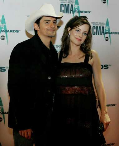 Musician Brad Paisley and his wife Kimberly Williams arrive at the 40th Annual CMA Awards in Nashville, Tenn. Monday,  Nov. 6, 2006. Photo: CHITOSE SUZUKI, AP / AP