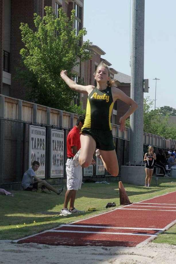 Babette Hohrath of Awty International, triple jump. Photo by Pin Lim. Photo: Pin Lim, Freelance / Copyright Pin Lim
