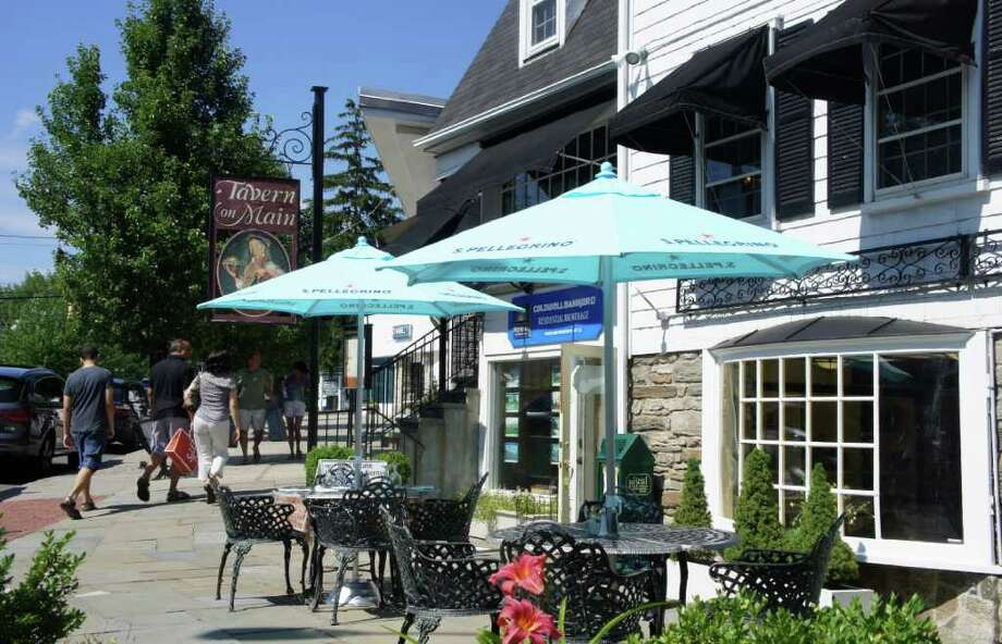 New sidewalk seating at the Tavern on Main on Main Street takes advantage of outdoor dining regulation changes that were approved in 2010 by the Planning and Zoning Commission. Photo: Paul Schott / Westport News