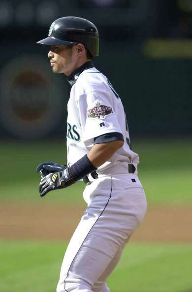 10 Jul 2001:  Ichiro Suzuki of the Seattle Mariners leads off of first base during the 2001 Major Le
