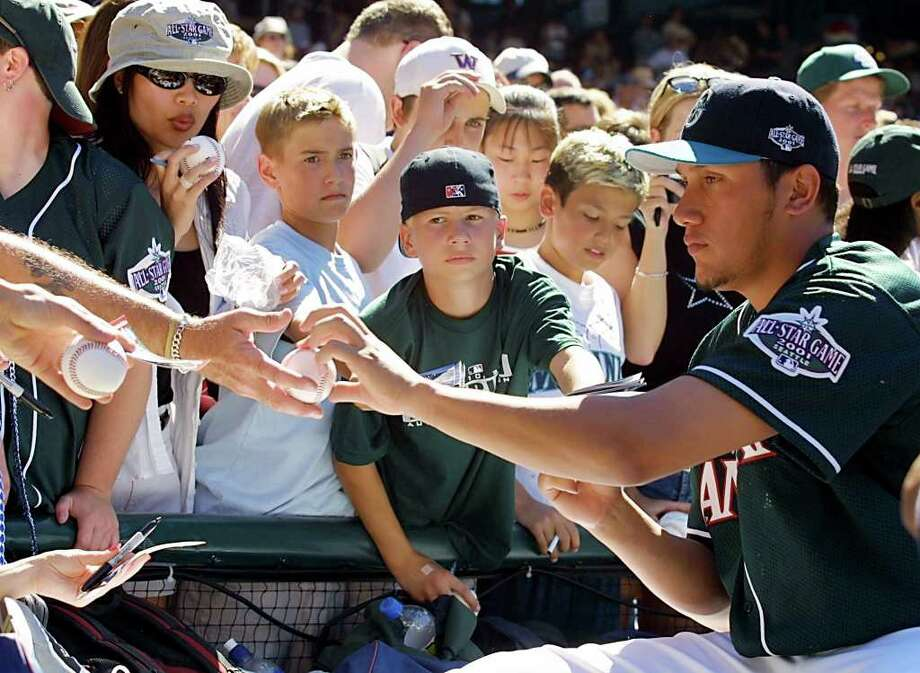 SEATTLE, UNITED STATES:  Venezuelan pitcher Freddy Garcia of the Seattle Mariners signs autographs for fans at Safeco Field 09 July 2001, in Seattle, Washington. The All-Star game will be held on 10 July, 2001.   AFP PHOTO/Dan LEVINE Photo: DAN LEVINE, AFP/Getty Images / AFP