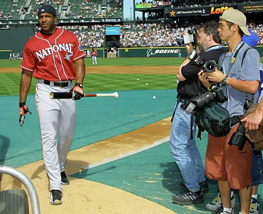 SEATTLE, WA - JULY 10:  San Francisco Giants' left fielder Barry Bonds walks to the batting cage during batting practice for the All-Star game 10 July, 2001 at Safeco Field in Seattle, WA. Bonds received the most votes in the National League. Photo: JOHN MABANGLO, AFP/Getty Images / AFP