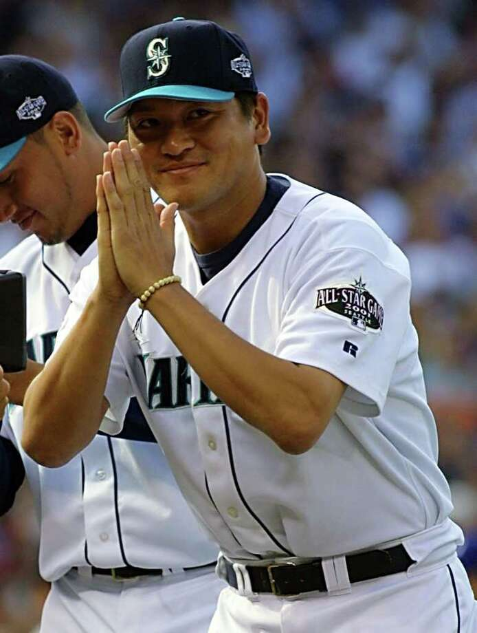 SEATTLE, WA - JULY 10:  Seattle Mariners' relief pitcher Kazuhiro Sasaki of Japan bows to the crowd during the player announcements at baseball All-Star game 10 July, 2001 at Safeco Field in Seattle, Washington. Photo: JOHN MABANGLO, AFP/Getty Images / AFP