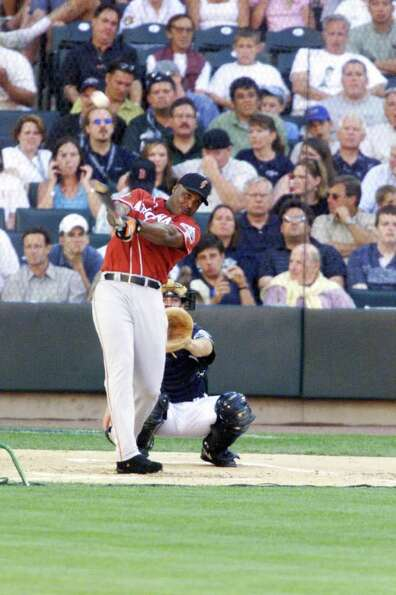 9 Jul 2001:  Barry Bonds of the San Francisco Giants during the Home Run Derby for the 2001 Major Le