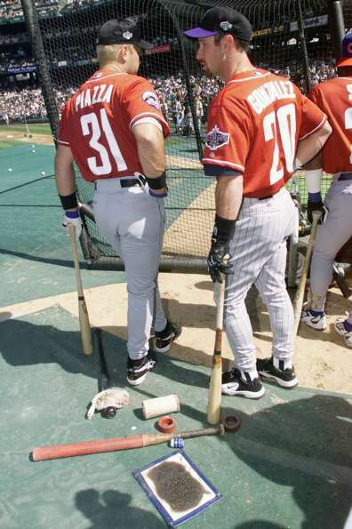 10 Jul 2001:  Luis Gonzalez of  the Arizona Diamondbacks chats with Mike Piazza of the New york Mets