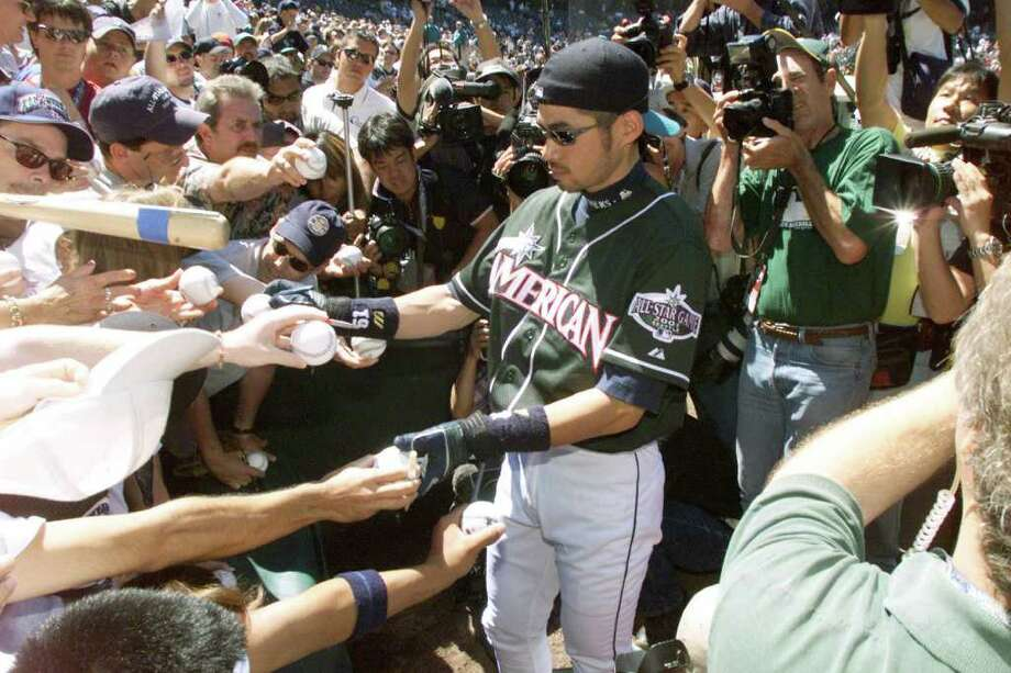 10 Jul 2001:  Ichiro Suzuki of the Seattle Mariners signs autographs during batting practice for the 2001 Major League Baseball All-Star Game at Safeco Field in  Seattle, Washington. DIGITAL IMAGE. Mandatory Credit:  Jed Jacobsohn/Allsport Photo: Jed Jacobsohn, Getty Images / Getty Images North America