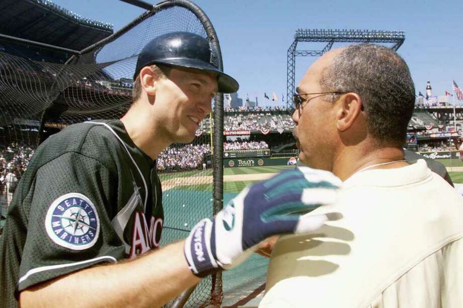 10 Jul 2001:  John Olerud of the Seattle Mariners talks to Hall of Famer Reggie Jackson during batting practice for the 2001 Major League Baseball All-Star Game at Safeco Field in  Seattle, Washington. DIGITAL IMAGE. Mandatory Credit:  Jed Jacobsohn/Allsport Photo: Jed Jacobsohn, Getty Images / Getty Images North America