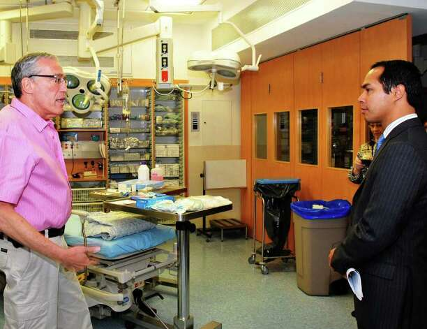 Israeli Shock Trauma Expert Prof. Avi Rivkind and Mayor Julian Castro at the Hadassah University Medical Center in Jerusalem Photo: COURTESY PHOTO, Express-News