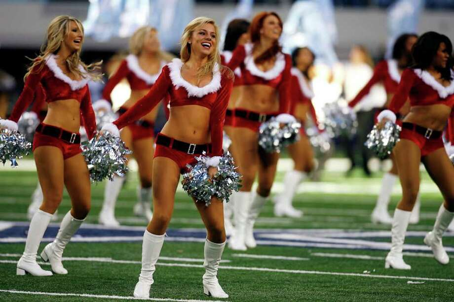 Sports - The Dallas Cowboys cheerleaders entertain the crowd during a holiday themed halftime show at Cowboys Stadium in Arlington, TX, Sunday, December 13, 2009. Photo: Shaminder Dulai, San Antonio Express-News / sdulai@express-news.net