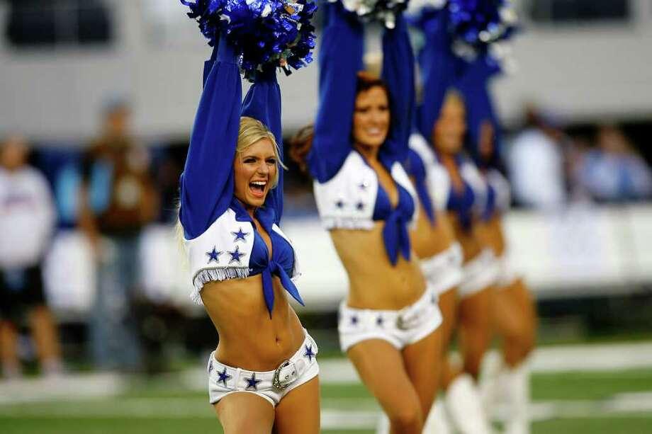 Sports - The Dallas Cowboys cheerleaders entertain the crowd at Cowboys Stadium in Arlington, TX, Sunday, December 13, 2009. Photo: Shaminder Dulai, San Antonio Express-News / sdulai@express-news.net