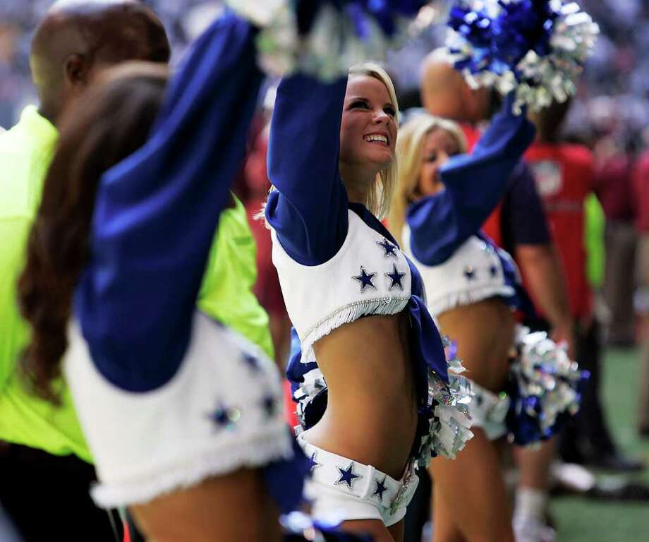 Dallas Cowboys cheerleaders wave to the crowd during the Cowboys game against the Washington Redskins at Texas Stadium on Sept. 28, 2008. Kin Man Hui/kmhui@express-news.net Photo: KIN MAN HUI, San Antonio Express-News / San Antonio Express-News