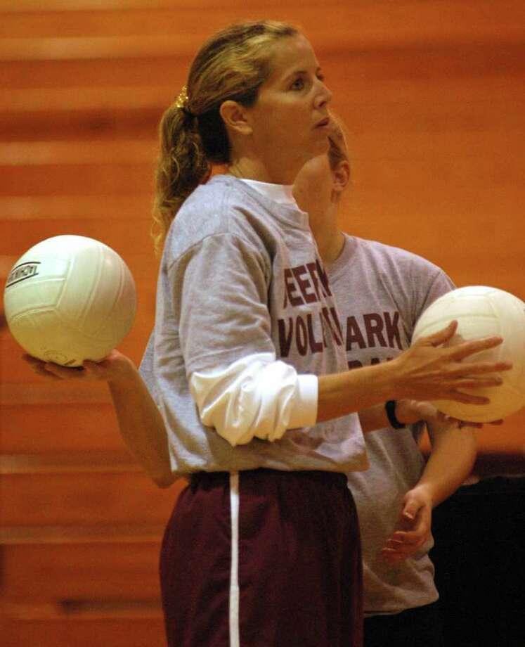 Deer Park volleyball coach Gay Sabatell Photo: Ernie Chan / Freelance