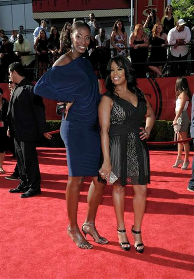 L to R, Lisa Leslie and comedian Niecy Nash arrives at the ESPY awards on Wednesday, July 13, 2011, in Los Angeles. (AP Photo/Dan Steinberg) Photo: Associated Press