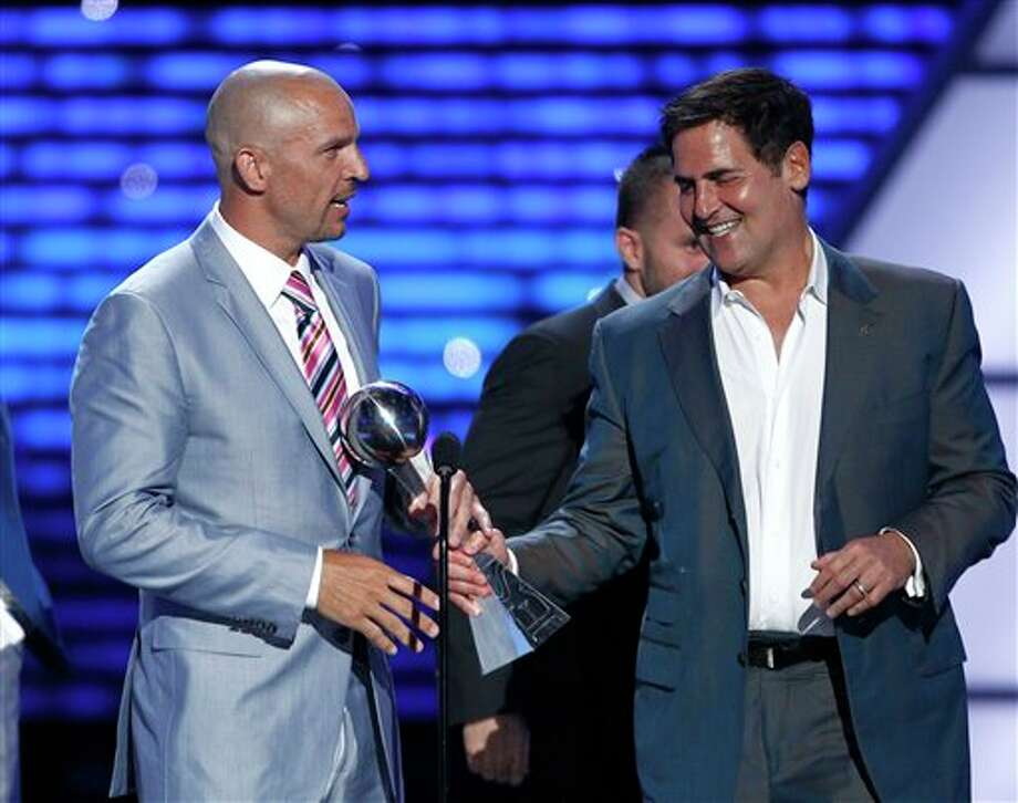 L to R, Dallas Mavericks Jason Kidd and owner Mark Cuban along with teammates accept the award for Best Team at the ESPY Awards on Wednesday, July 13, 2011, in Los Angeles. (AP Photo/Matt Sayles) Photo: Associated Press
