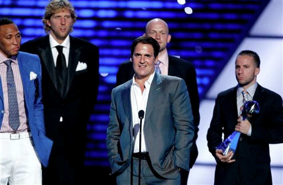 L to R, Dallas Mavericks Shawn Marion, Dirk Nowitzki, owner Mark Cuban, Brian Cardinal and J.J. Barea accept the award for Best Team at the ESPY Awards on Wednesday, July 13, 2011, in Los Angeles. (AP Photo/Matt Sayles) Photo: Associated Press