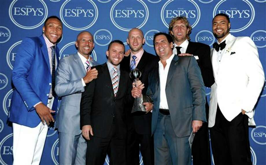 L to R, Dallas Mavericks Shawn Marion,  Jason Kidd, J.J. Barea, Brian Cardinal, owner Mark Cuban, Dirk Nowitzki and Tyson Chandler pose backstage at the ESPY awards on Wednesday, July 13, 2011, in Los Angeles. (AP Photo/Dan Steinberg) Photo: Associated Press