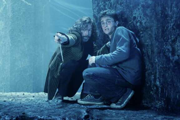 "GARY OLDMAN as Sirius Black and DANIEL RADCLIFFE as Harry Potter in Warner Bros. Pictures' fantasy ""Harry Potter and the Order of the Phoenix.î   PHOTOGRAPHS TO BE USED SOLELY FOR ADVERTISING, PROMOTION, PUBLICITY OR REVIEWS OF THIS SPECIFIC MOTION PICTURE AND TO REMAIN THE PROPERTY OF THE STUDIO. NOT FOR SALE OR REDISTRIBUTION"