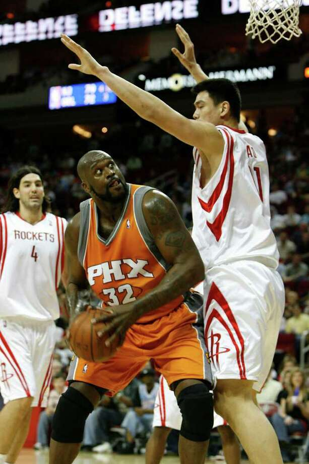 Shaquille O'Neal, left, played for six NBA teams during his career was a main rival of Yao Ming (right). (Julio Cortez/Chronicle ) Photo: Julio Cortez, Staff / Houston Chronicle
