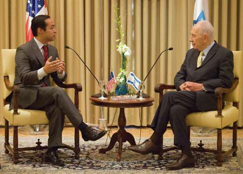 *** SPECIAL FOR THE SAN ANTONIO EXPRESS-NEWS *** San Antonio, Texas Mayor Julian Castro, left, talks with Israel's President Shimon Peres during their meeting at Peres' residence in Jerusalem, Thursday, July 14. 2011. Photo: Dan Balilty, AP / AP