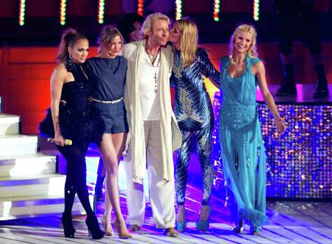 "German TV host Thomas Gottschalk, center, poses with US singer and actress Jennifer Lopez, left,, U.S. actress Cameron Diaz (2nd left), Swiss co-presenter Michelle Hunziker, right, and Model Heidi Klum  during the German television show 'Wetten, dass..?' at the ""Coliseo Balear"" bull fighting arena in Palma de Mallorca on the Balearic Island of Mallorca, Spain, Saturday,  June 18, 2011.  (AP Photo/Jaime Reina, pool) Photo: JAIME REINA, POOL / POOL AFP"