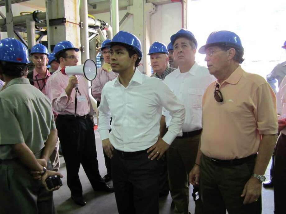 Mayor Julián Castro (center) takes a tour of the Hadera Desalination plant outside Tel Aviv, Israel, with SAWS CEO Robert Puente (second from right) and Mike Beldon (far right). Photo: Tracy Idell Hamilton/thamilton@express-news.net / © 2011 San Antonio Express-News