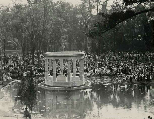 A war memorial is dedicated in Congress Park in Saratoga Springs, NY, circa 1931. (Times Union Archives)