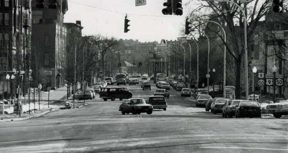 A look down Broadway on Feb. 18, 1985. (Times Union Archives)