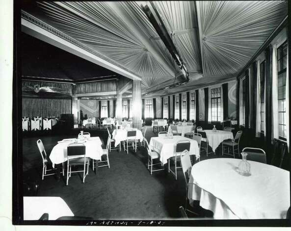 A look at the inside of Riley's Lake House on Sept. 18, 1934. (Courtesy of Saratoga Springs Historical Museum, George S. Bolster collection)