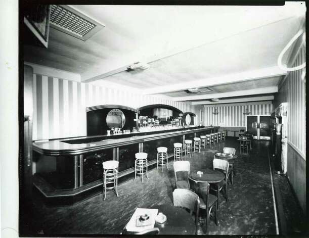 Here is the bar at the Meadowbrook Club on Union Avenue on June 14, 1945. (Courtesy of Saratoga Springs Historical Museum, George S. Bolster collection)