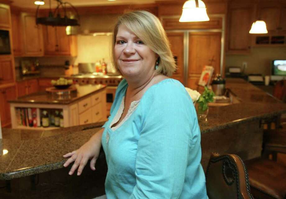 Sue Wernette says she enjoys cooking more than ever in her remodeled, spacious kitchen. Photo: HELEN L. MONTOYA, San Antonio Express-News / SAN ANTONIO EXPRESS-NEWS