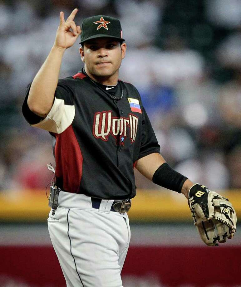 World second baseman Jose Altuve signals to his teammates during the first inning of the All-Star Futures baseball game against the U.S. team Sunday, July 10, 2011, in Phoenix. (AP Photo/Matt York) Photo: Matt York, STF / AP