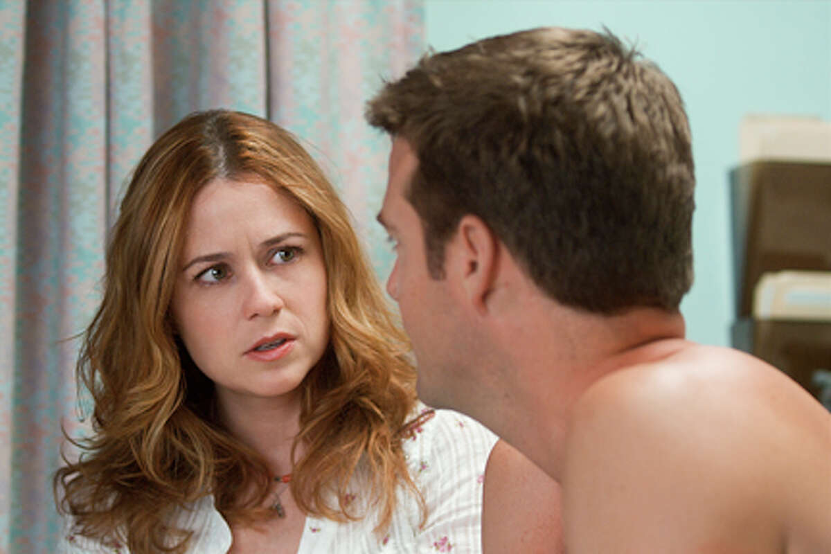 """Jenna Fischer as Laura and Chris O'Donnell as Bob in """"A Little Help."""""""
