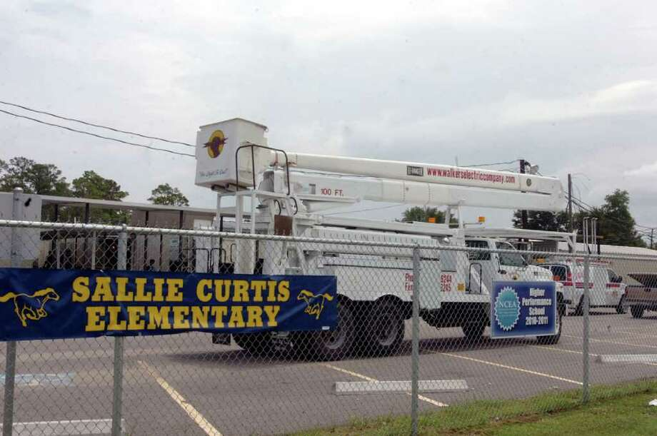 Walker Electric Company was working at the Sallie Curtis Elementary temporary campus on Major Drive in Beaumont Monday. Pete Churton/The Enterprise Photo: Pete Churton