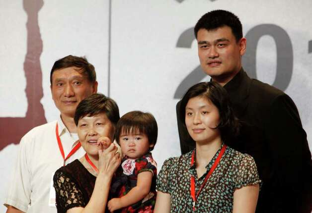 Rockets' Yao makes it official, retires from basketball ... Yao Ming And Family