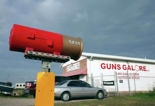 FOR METRO - The Guns Galore Gun Shop where Maj. Nidal Malik Hasan is thought to have purchased the pistols used in the Fort Hood shooting Monday Nov. 9, 2009 in Killeen, Tx. PHOTO BY EDWARD A. ORNELAS/eaornelas@express-news.net) Photo: EDWARD A. ORNELAS, SAN ANTONIO EXPRESS-NEWS / eaornelas@express-news.net