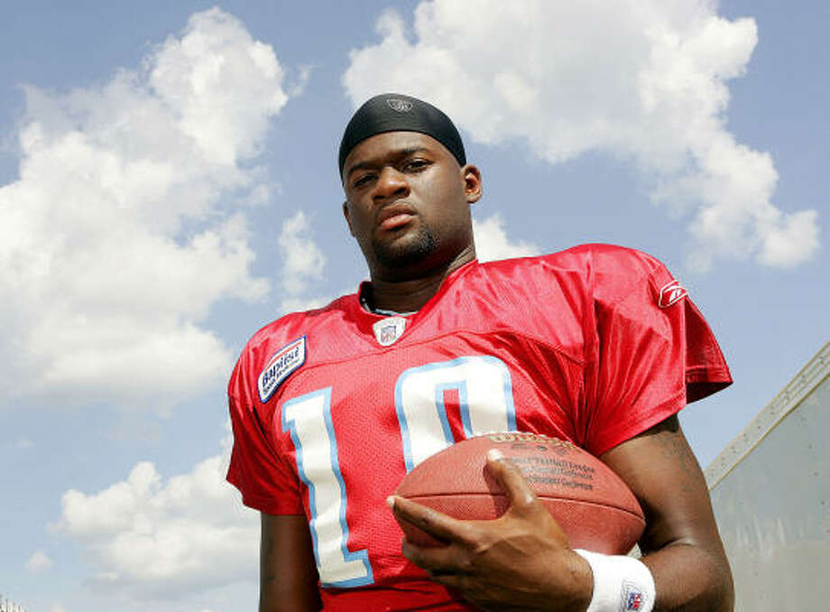 Vince Young already is making the Titans think about speeding up their plans to be extremely patient with his playing time. Photo: DONN JONES, For The Chronicle