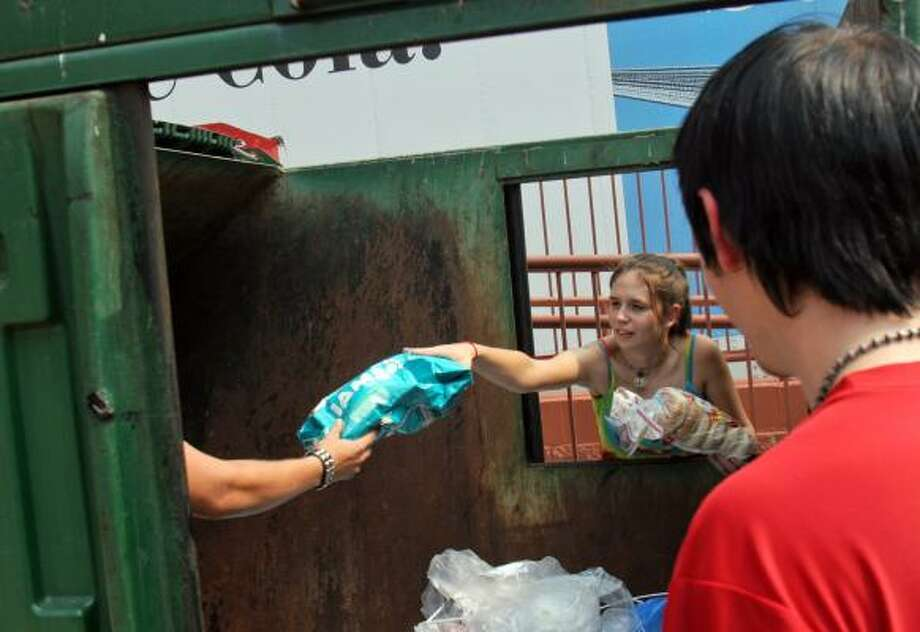 Stephanie Garner scores a bag of cat food from a Dumpster. Photo: MARK GONG, Washington Post