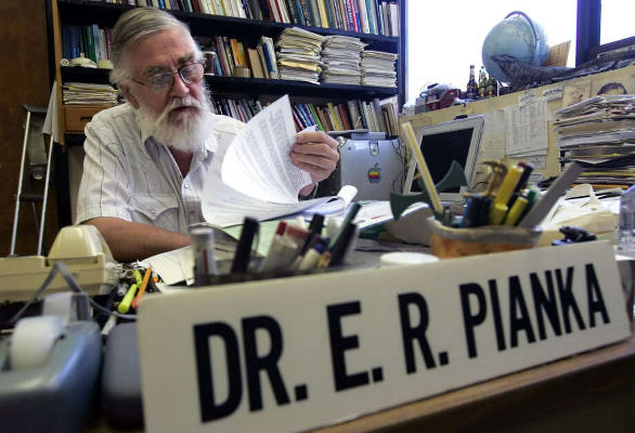Controversial zoologist Eric Pianka has occupied the same office at the University of Texas for 38 years. Photo: WILLIAM LUTHER, SAN ANTONIO EXPRESS-NEWS