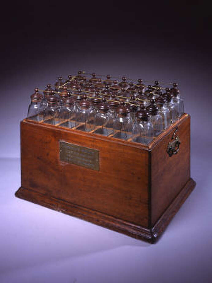 The display includes an electrical battery made using Leyden jars. Photo: Peter Harholdt, HMNS