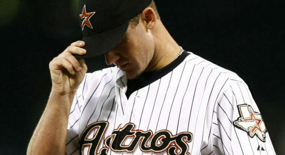Roy Oswalt didn't pick up the win in the Astros' victory, but he did get a 5-year contract extension worth $73 million. Photo: Nick De La Torre, CHRONICLE