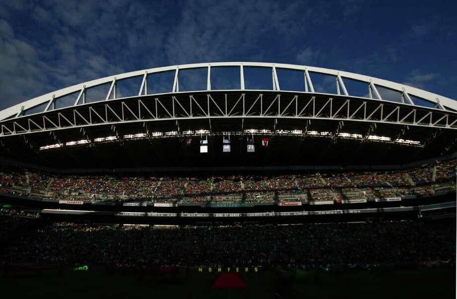 Fans fill CenturyLink Field. Photo: JOSHUA TRUJILLO / SEATTLEPI.COM