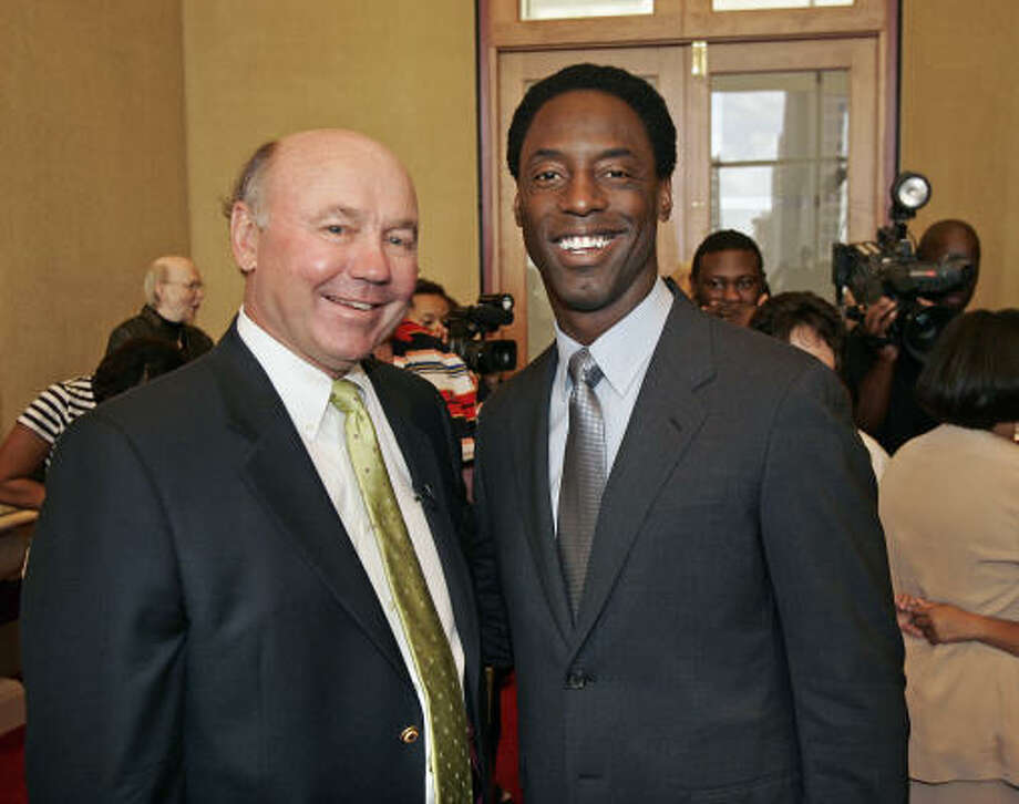 Phil Sowa, left, and Isaiah Washington. Photo: Craig Hartley, For The Chronicle