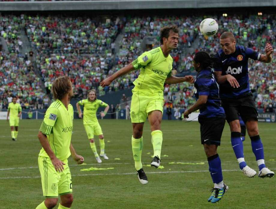 Left to right, Patrick Ianni, Ben Amos and Nemanja Vidic compete for the header. Photo: JOE DYER / SEATTLEPI.COM