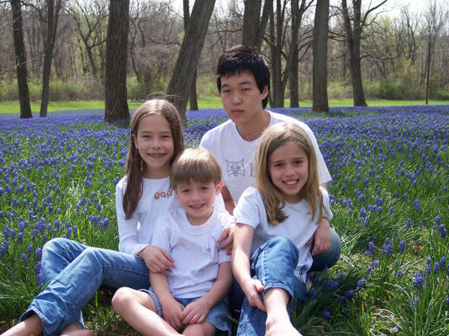 South Korean student Jun Young Kim was placed with his host family, including, from left, Shannon, 11; Jacob, 5; and Rachel, 8, at the last minute. After arriving in America, Kim, 16, found that he could not attend a public school as promised. Photo: BARBARA PHILIPS, AP