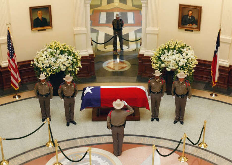 Members of a Texas Department of Public Safety Honor Guard change posts at the flag-draped casket of former Gov. Ann Richards during a ceremony in the Capitol Rotunda today. Photo: HARRY CABLUCK, AP